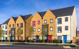 Nuovo alloggio urbano nel sud dell'Inghilterra Fotografia Stock