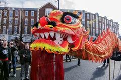 Nuovo anno cinese di Liverpool - fissando voi Dragon Dancers fuori sulle vie di Liverpool Fotografia Stock Libera da Diritti