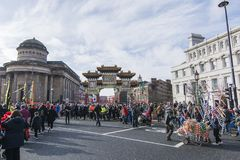 Nuovo anno cinese di Liverpool - fissando voi Dragon Dancers fuori sulle vie di Liverpool Fotografie Stock Libere da Diritti