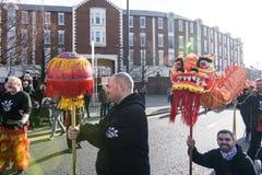Nuovo anno cinese di Liverpool - fissando voi Dragon Dancers fuori sulle vie di Liverpool Immagini Stock