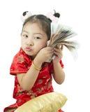 Nuovo anno cinese felice Ragazza asiatica sveglia in cinese di tradizione fotografie stock libere da diritti