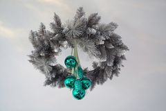 Nuovo anno del giocattolo del ` s del nuovo anno Un giocattolo di decorazione reale per un albero di Natale fatto di vetro Immagini Stock