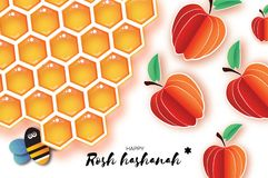 Nuovo anno ebreo, cartolina d'auguri di Rosh Hashanah Gli origami Apple con la cellula e Honey Bee dell'oro del miele in carta ha Fotografia Stock