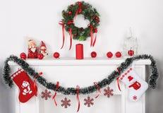 Nuovo anno ed il camino bianco Immagini Stock