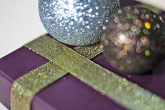 Nuovo anno, festa, luminosità, scintillio, ghirlanda, natale, festivo, candela, palla, palle, decorazione, regali, giocattoli fotografia stock libera da diritti