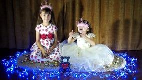 Nuovo anno, gioco di bambini di Natale insieme stock footage