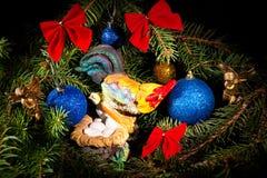 Nuovo anno Natale I giocattoli, albero di Natale si ramifica, coni, con Immagini Stock Libere da Diritti