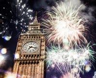 Nuovo anno nella città - Big Ben con i fuochi d'artificio Immagini Stock Libere da Diritti