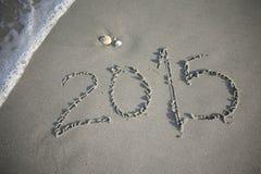 Nuovo anno 2015 nella sabbia alla spiaggia Immagini Stock