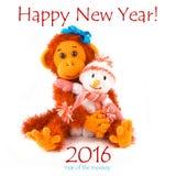 Nuovo anno 2016 Scimmia e pupazzo di neve su un fondo bianco Immagine Stock