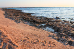 Nuovo anno 2015 scritto sulla spiaggia Fotografie Stock Libere da Diritti