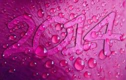 Nuovo anno 2014 sul bello fondo di gocce di rugiada Fotografia Stock Libera da Diritti
