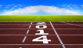 Nuovo anno 2014 sul concetto corrente della pista con cielo blu. Fotografia Stock Libera da Diritti