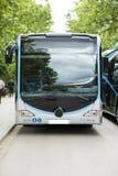 Nuovo bus moderno della città immagine stock