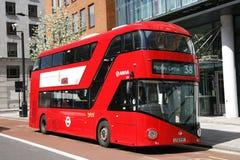 Nuovo bus per Londra Fotografia Stock Libera da Diritti