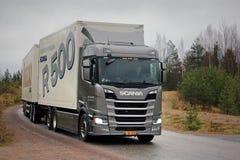Nuovo camion di Grey Next Generation Scania R500 su prova su strada Fotografie Stock