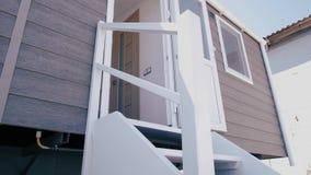 Nuovo caravan, bello portico bianco archivi video