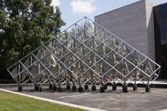 Nuovo centro commerciale nazionale girante della scultura Immagini Stock
