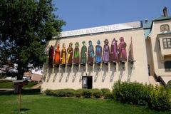 Nuovo centro di progettazione di Zsolnay e un orologio di Sun a Pecs Ungheria Fotografia Stock
