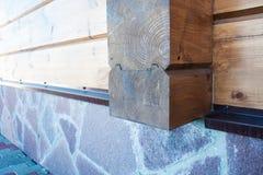 Nuovo dettaglio di legno della casa Fotografie Stock