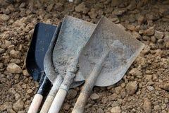 Nuovo e molto - pale sporche utilizzate Fotografia Stock Libera da Diritti