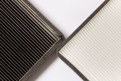 Nuovo e vecchio filtro dell'aria dell'automobile Fine in su immagine stock