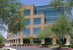 Nuovo esterno corporativo moderno dell'edificio per uffici fotografia stock libera da diritti
