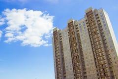 Nuovo grattacielo residenziale incompiuto del raggiro di rinforzo Immagini Stock