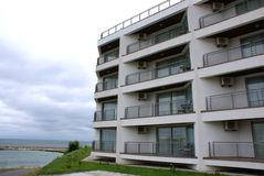 Nuovo hotel costruito sulla spiaggia Fotografia Stock Libera da Diritti