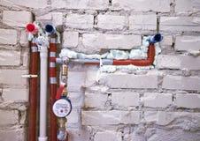 Nuovo impianto idraulico in una parete Fotografie Stock