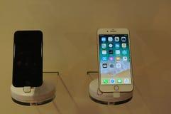 NUOVO IPHONE 8PLUS SU ESPOSIZIONE A COPENHAGHEN immagine stock libera da diritti