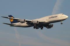 Nuovo jumbo B747-800 di Lufthansa Immagini Stock