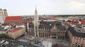 Nuovo municipio sul quadrato di Marienplatz a Monaco di Baviera archivi video