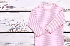 Nuovo pagliaccetto organico della neonata Fotografie Stock