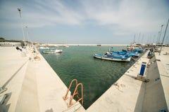 Nuovo parcheggio dei pescherecci sul nuovo pilastro Sarafovo in Bourgas, Bulgaria Immagini Stock
