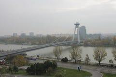 Nuovo ponte dal castello - Bratislava, Slovacchia fotografie stock libere da diritti
