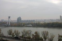 Nuovo ponte dal castello - Bratislava, Slovacchia fotografia stock libera da diritti
