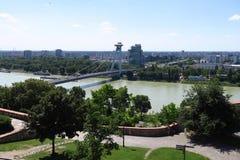 Nuovo ponte sopra il Danubio nella capitale Bratislava di Slovakias fotografia stock
