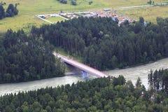 Nuovo ponte sopra il fiume di Katun Fotografia Stock