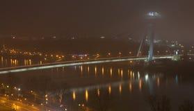 Nuovo ponticello a Bratislava nella foschia Fotografie Stock Libere da Diritti