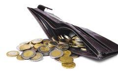 Nuovo portafoglio in pieno di euro monete su fondo bianco fotografia stock