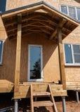 Nuovo portico domestico della costruzione Fotografia Stock Libera da Diritti