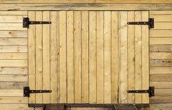 Nuovo portone di legno Fotografie Stock Libere da Diritti