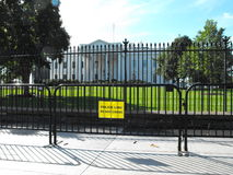 Nuovo recinto della barriera davanti alla Casa Bianca  Immagini Stock