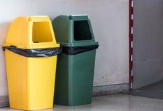 Nuovo recipiente di plastica nel parco urbano dell'alimento fotografia stock