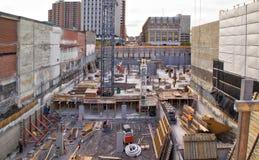 Nuovo sito della costruzione di edifici con la gru Fotografie Stock