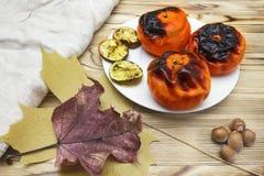 Nuovo superfood giapponese, mandarini arrostiti con la buccia Una foto sopraelevata del mandarino arrostito antiossidante fruttif fotografie stock libere da diritti