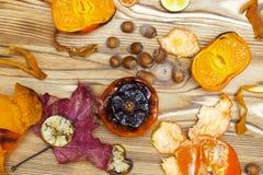 Nuovo superfood giapponese, mandarini arrostiti con la buccia Una foto sopraelevata del mandarino arrostito antiossidante fruttif immagine stock libera da diritti