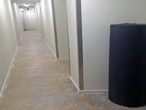Nuovo tappeto pronto ad essere installato fotografia stock libera da diritti
