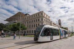 Nuovo tram di VLT nella città fotografie stock libere da diritti